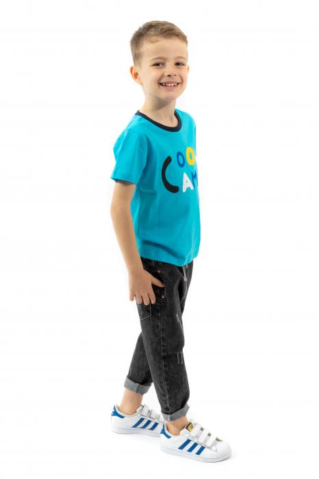 Tricou albastru cu text si guler contrastant 1