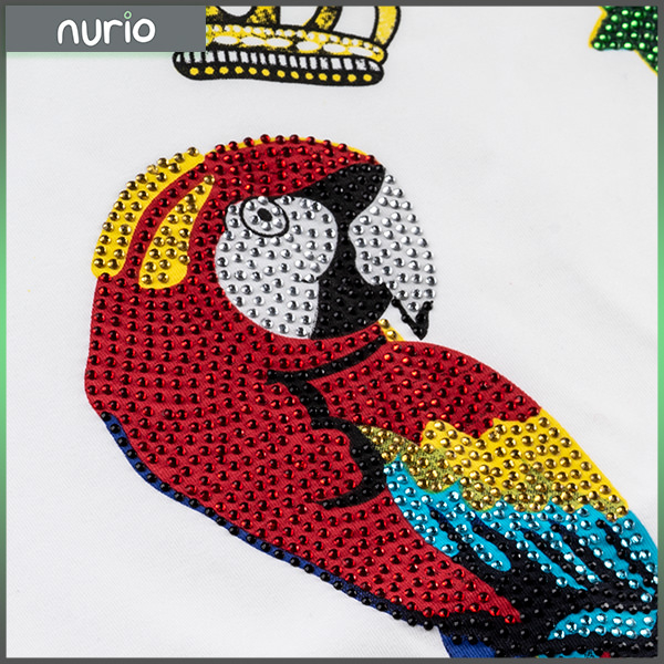 Tricou cu imprimeu papagal si pietricele 1