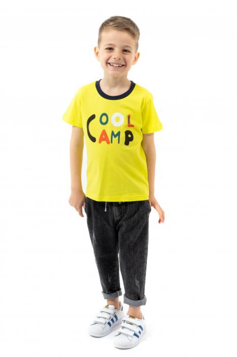 Tricou galben cu text si guler contrastant 0