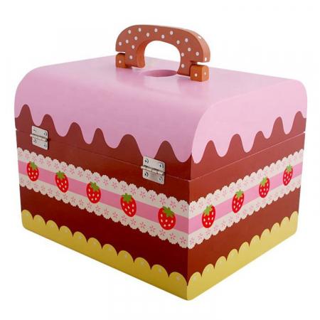 Cutie cu tort aniversar si dulciuri din lemn5