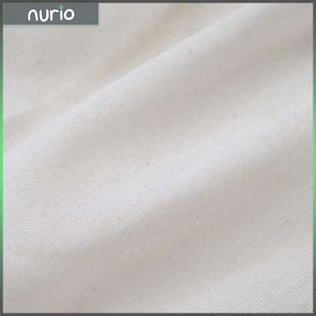 Pantaloni albi de in cu cute si nasturi1