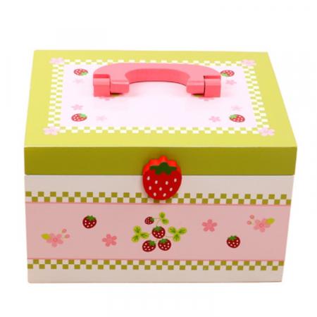 Set de ceai și dulciuri din lemn în cutie verde și roz cu căpșună1