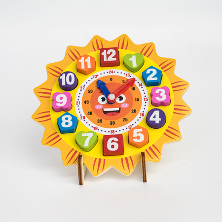 Ceas din lemn pe suport tip puzzle1