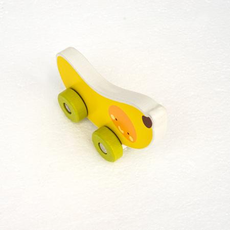 Mini masinuta din lemn tip banana1
