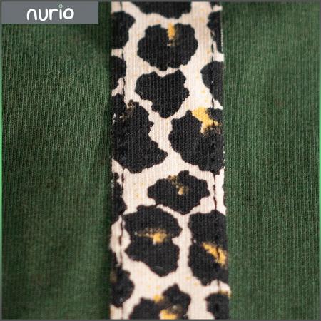 Pantalon tip legging culoare verde militar cu dungi contrastante imprimeu animal print1