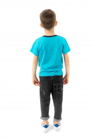 Tricou albastru cu text si guler contrastant2