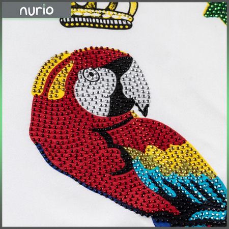 Tricou cu imprimeu papagal si pietricele1
