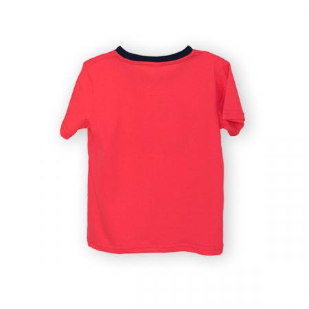 Tricou rosu cu text si guler contrastant1