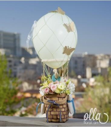 Balonul Visator, aranjament floral de miniroze 1