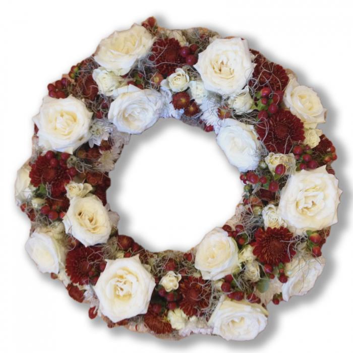 Coroana funerara olla in forma de cerc cu trandafiri albi, crizantema rosie, hypericum rosu si mini trandafiri albi [0]
