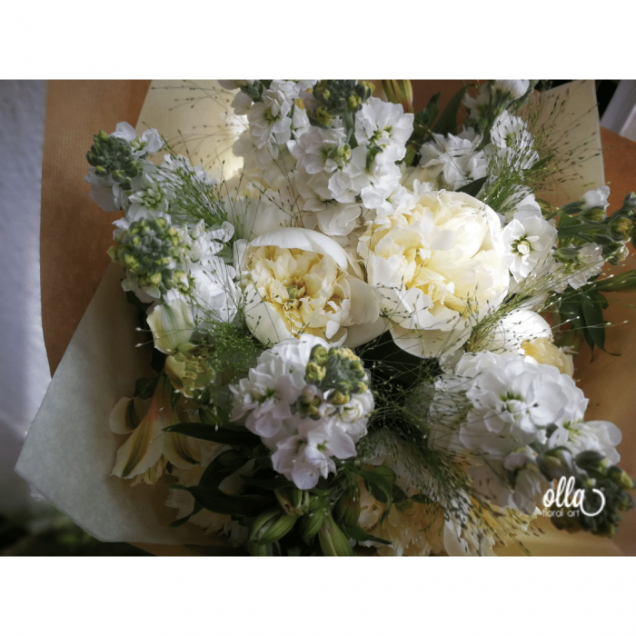 Emotie Pura, buchet de flori Olla, din Bujori albi, Matthiola alba si Alstroemeria alba [1]