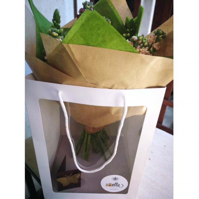 Emotie Pura, buchet de flori Olla, din Bujori albi, Matthiola alba si Alstroemeria alba [5]
