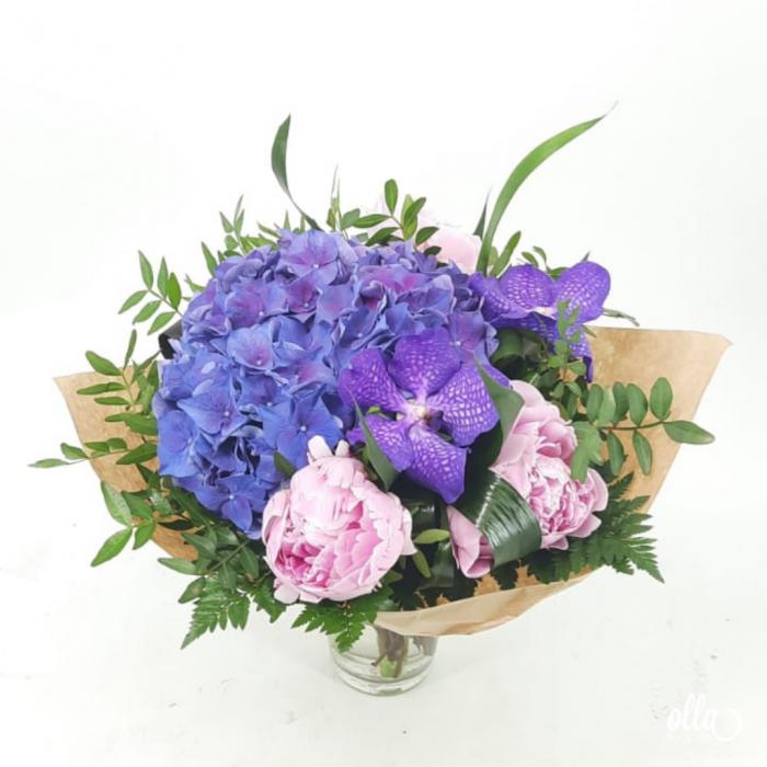 Echilibru Autentic buchet de flori Olla din Hortensia mov si Orhidee vanda [0]