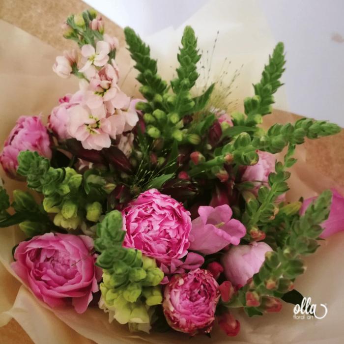 File de Poveste, buchet de flori Olla, din Bujori roz, Matthiola somon si Antirrhinum roz [0]