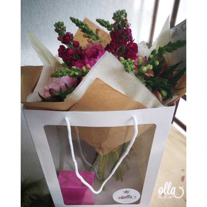 Nebun de Roz, buchet de flori Olla, din bujori roz, matthiola, gura, leului si alstroemeria 3