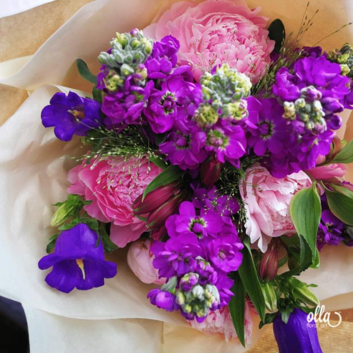 Poveste in Mov, buchet de flori Olla, din Bujori roz, Matthiola mov, Alstroemeria roz si Eustoma mov [4]