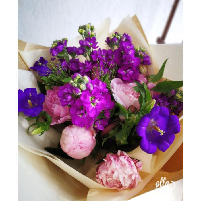 Poveste in Mov, buchet de flori Olla, din Bujori roz, Matthiola mov, Alstroemeria roz si Eustoma mov [2]