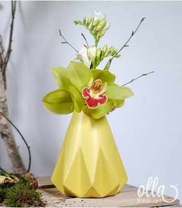 Aranjament primavara cu orhidee si frezii 0