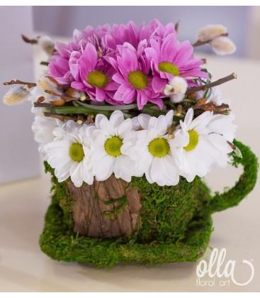 Cescuta vesela aranjament floral de primavara 1