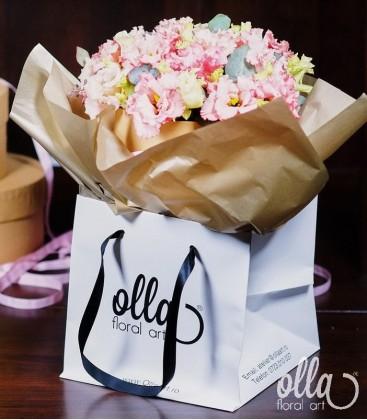 Primavara feminina, aranjament floral in cutie 2
