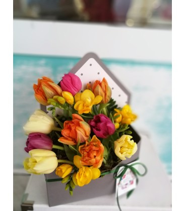 Aranjament floral in plic vestitorii primaverii [2]