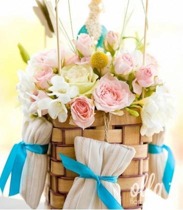 Balonul Visator, aranjament floral de miniroze0