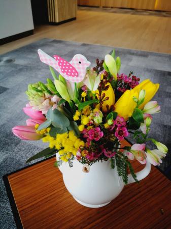 Dimineata cu Recunostinta, aranjament floral pe suport metalic1