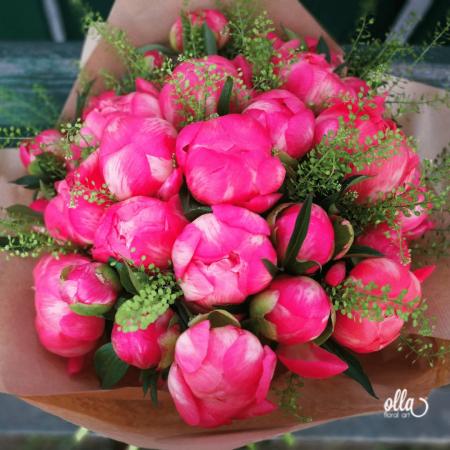 Fericire cat Cuprinde, buchet de flori Olla, din Bujori Corai Coral Charm 31 fire si verdeata [2]
