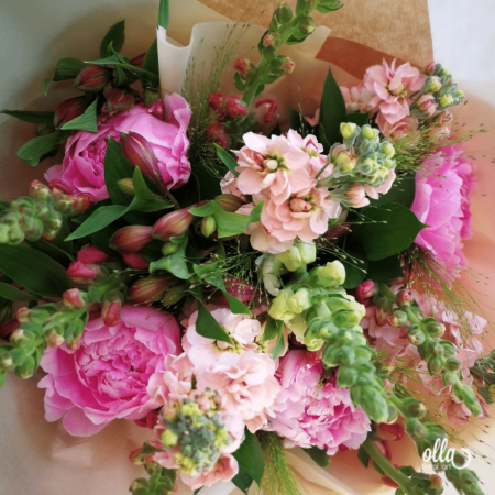 File de Poveste, buchet de flori Olla, din Bujori roz, Matthiola somon si Antirrhinum roz [1]
