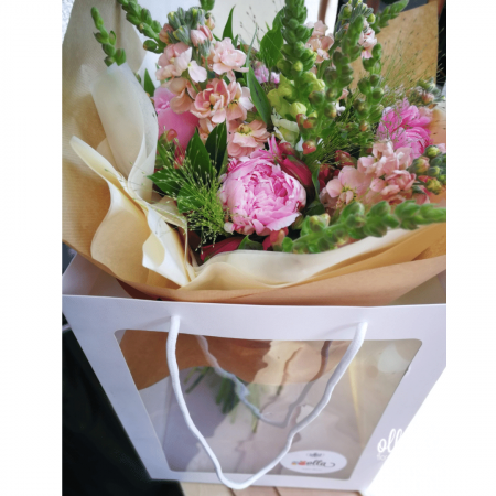 File de Poveste, buchet de flori Olla, din Bujori roz, Matthiola somon si Antirrhinum roz [5]