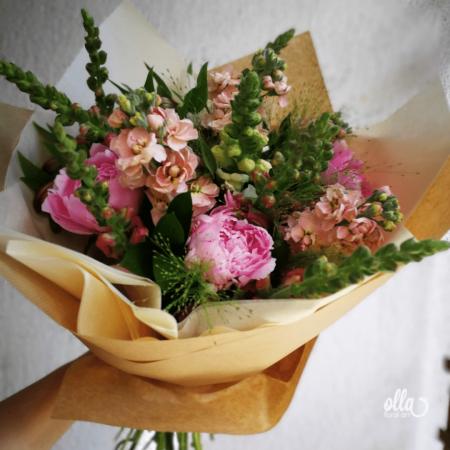 File de Poveste, buchet de flori Olla, din Bujori roz, Matthiola somon si Antirrhinum roz [3]
