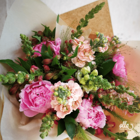 File de Poveste, buchet de flori Olla, din Bujori roz, Matthiola somon si Antirrhinum roz [4]