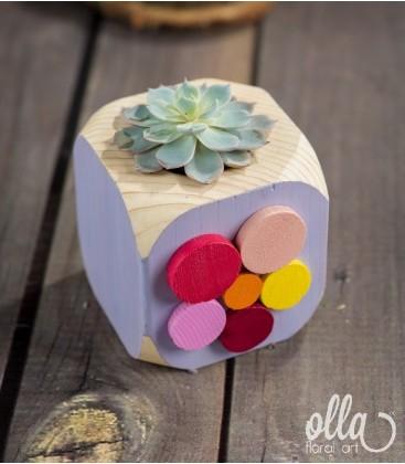 Printul Inocent, aranjament floral pe suport din lemn0