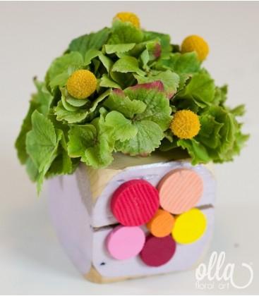Piticul Vesel, aranjament floral pe suport din lemn0
