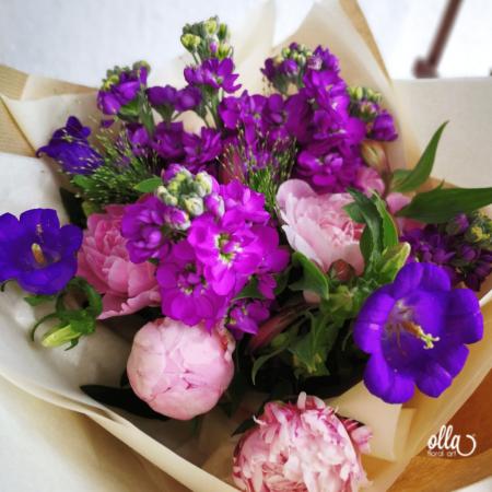 Poveste in Mov, buchet de flori Olla, din Bujori roz, Matthiola mov, Alstroemeria roz si Eustoma mov [0]