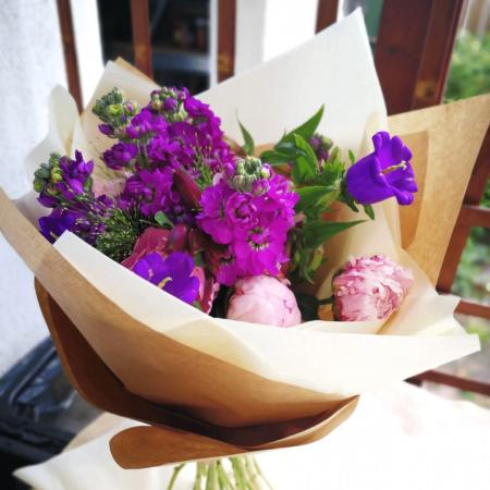 Poveste in Mov, buchet de flori Olla, din Bujori roz, Matthiola mov, Alstroemeria roz si Eustoma mov [3]