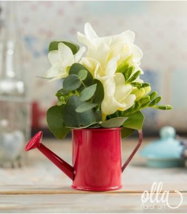 Zana Harnica, aranjament floral pe suport de stropitoare0