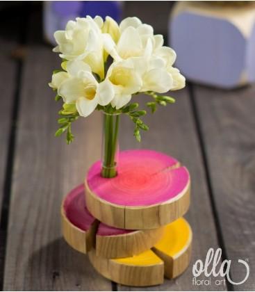 Esenta de Bucurie, aranjament floral pe suport de lemn0