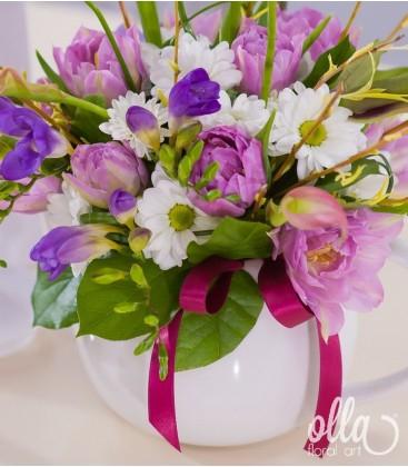 Dimineata Bucuroasa, aranjament floral pe suport de ceainic din portelan1