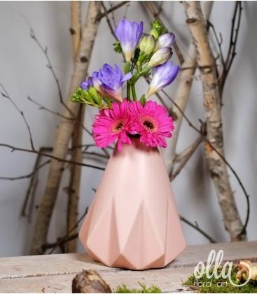 Aranjament floral primavara in vas ceramic0