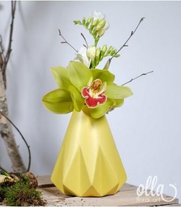 Aranjament primavara cu orhidee si frezii0