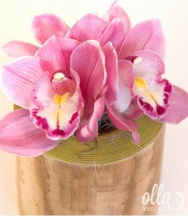 PR61 Soldatelul Gingas, aranjament floral pe suport din lemn0