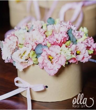 Primavara feminina, aranjament floral in cutie1
