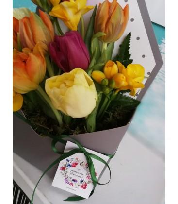 Aranjament floral in plic vestitorii primaverii [1]