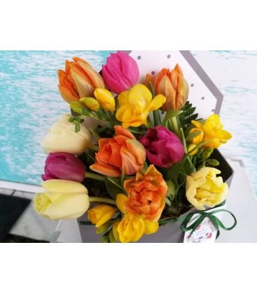 Aranjament floral in plic vestitorii primaverii [0]