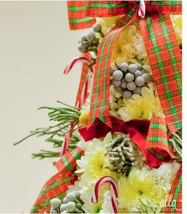 Sculptură florală în formă de brad de Crăciun1