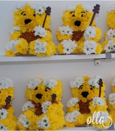 Ursuletul Winnie the Pooh, aranjament floral pe burete sculptat manual1