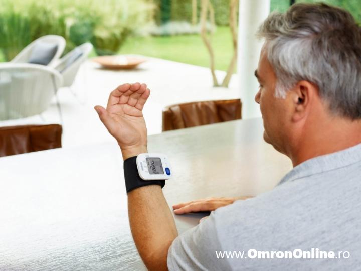 tensiometru-incheietura-OMRON-RS4-masurare-tensiune-arteriala
