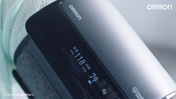 Tensiometru Omron EVOLV digital de brat, manseta inteligenta 22-42 cm, transfer date Bluetooth, fara cabluri, validat clinic, ecran OLED, fabricat in Japonia [10]