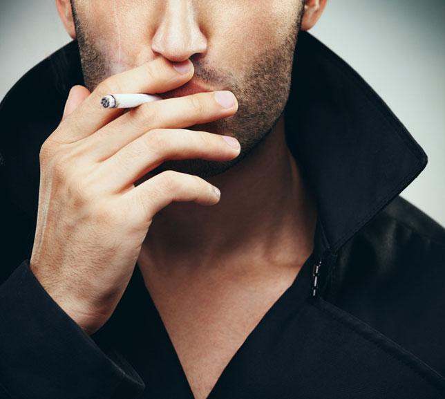 Fumatul dauneaza foliculilor de par si poate duce la caderea parului si chelie